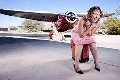 Mooie vrouwen die op een vlucht wachten Stock Foto