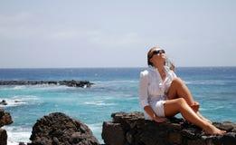 Mooie vrouwen in het strand Stock Foto's