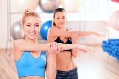 Mooie vrouwen in sportclub Stock Foto