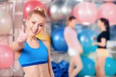 Mooie vrouwen in sportclub Royalty-vrije Stock Foto's
