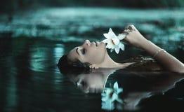 Mooie vrouwen in water Stock Afbeelding