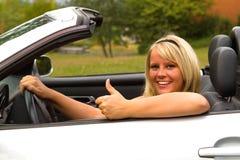 Mooie vrouwenbestuurder Stock Foto's