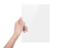 Mooie vrouwenhand die transparant wit apparaat geïsoleerd houden stock afbeelding