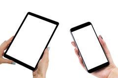 Mooie Vrouwenhanden die de reeks van slimme telefoon en tabletcomputer met het geïsoleerde witte scherm bevatten Bedrijfswerkplaa Stock Foto's
