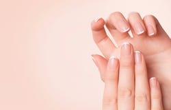 Mooie vrouwenhanden Kuuroord en manicureconcept Royalty-vrije Stock Afbeelding