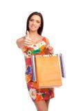 Mooie vrouwenholding het winkelen zakken stock foto
