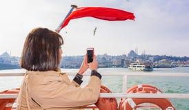 Mooie vrouwenreizen in Istanboel, Turkije stock afbeeldingen