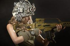 Mooie vrouwenstrijder met wapens Stock Afbeeldingen