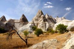 Mooie vulkanische rotsen in Cappadocia, beroemd oriëntatiepunt, Turkije royalty-vrije stock foto
