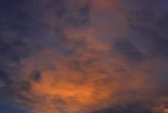 Mooie vurige zonsondergang, hemel in de brand Royalty-vrije Stock Afbeeldingen