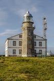 Mooie vuurtoren in Asturias in noordelijk Spanje de Golf van Biskaje royalty-vrije stock foto's