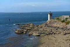 Mooie vuurtoren op de Atlantische kust Stock Foto