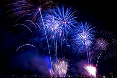 Mooie vuurwerkvertoning voor vierings Gelukkig nieuw jaar 2016, Stock Foto