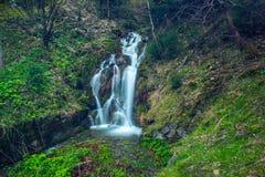 Mooie waterval in Beskydy Stock Foto's