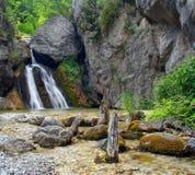 Mooie waterval in het Onderstel Olympus stock afbeelding