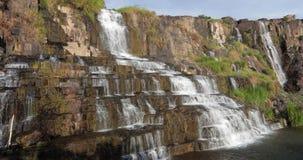 Mooie waterval in Vietnam stock videobeelden