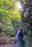 Mooie watervallen in Dominica - die vóór de schade van Orkaanmaria wordt genomen stock afbeelding