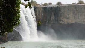 Mooie watervallen in Vietnam in de wildernis stock videobeelden