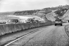 Mooie weg langs de oceaan, Californië stock foto