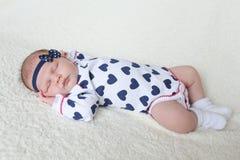 Mooie 3 weken pasgeboren slaap Stock Afbeelding