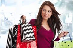Mooie winkelende vrouw Stock Fotografie