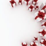 Mooie witte giftdozen met rood lint Stock Fotografie
