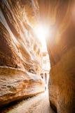 Mooie zandsteencanion in Jordanië - Petra Zeven zijn van nieuwe wereld genoemd benieuwd Petra Natuurlijke achtergrond Toerismepla Royalty-vrije Stock Foto's