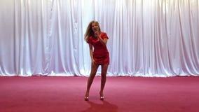 Mooie zanger stock footage
