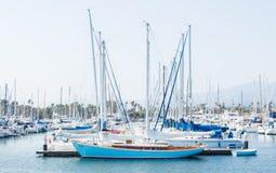 Mooie zeilboten en jachten in Santa Barbara Harbor Stock Afbeeldingen