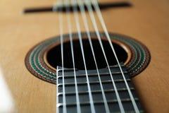 Mooie zes - koord klassieke gitaar als achtergrond stock afbeelding