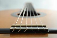 Mooie zes - koord klassieke gitaar op witte achtergrond royalty-vrije stock foto's