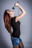 Mooie Zingende Rockstar-Vrouw Royalty-vrije Stock Foto