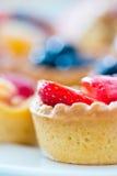 Mooie zoete cupcakes met bokehachtergrond Royalty-vrije Stock Afbeelding