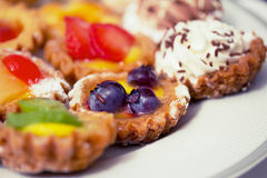 Mooie zoete heerlijke cupcakes, ondiepe dof Stock Foto