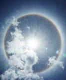 Mooie zonhalo die over de hemel voorkomen Royalty-vrije Stock Fotografie
