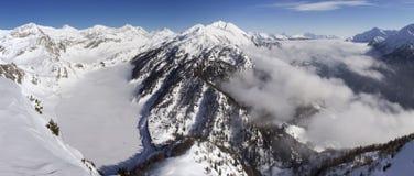 Mooie zonnige dag en de sneeuw in Italiaans Zwitserland lucht Royalty-vrije Stock Fotografie