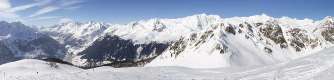 Mooie zonnige dag en de sneeuw in Italiaans Zwitserland lucht Royalty-vrije Stock Afbeeldingen