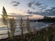 Mooie Zonsondergang in Biarritz in Frankrijk royalty-vrije stock afbeeldingen