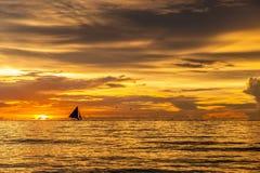 Mooie zonsondergang bij Boracay-strand, Filippijnen Stock Afbeelding