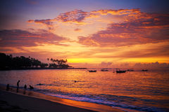 Mooie zonsondergang bij de toevlucht van Lombok indonesië stock foto