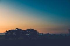 Mooie zonsondergang bij een meer Stock Foto
