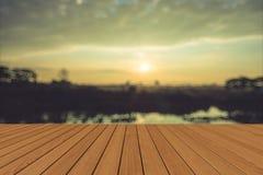 Mooie zonsondergang bij een meer Stock Afbeelding