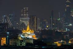 Mooie zonsondergang bij Gouden Bergpagode Bangkok Thailand royalty-vrije stock afbeelding