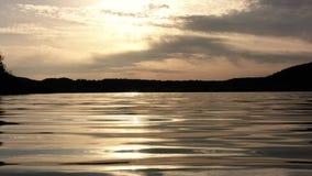 Mooie zonsondergang bij het strand stock videobeelden