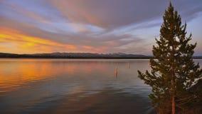 Mooie zonsondergang bij Meer Yellowstone. Royalty-vrije Stock Foto's