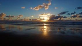 Mooie zonsondergang in de Atlantische Oceaan in Portugal Stock Foto's