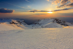 Mooie zonsondergang in de Bucegi-bergen, de Karpaten, Roemenië Royalty-vrije Stock Afbeeldingen