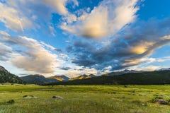 Mooie Zonsondergang in de Colorado Rockies van het Morenepark royalty-vrije stock foto