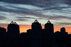 Mooie zonsondergang in de stad Royalty-vrije Stock Afbeeldingen