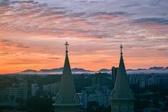 Mooie zonsondergang en kerk Senhor Bom Jesus do Cabral Royalty-vrije Stock Foto's